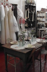 More vintage goodness inside Aroka